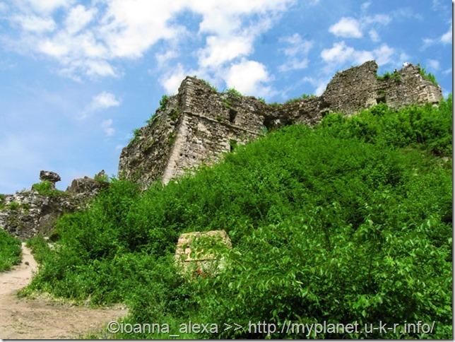 Остатки Хустского замка - вид снаружи