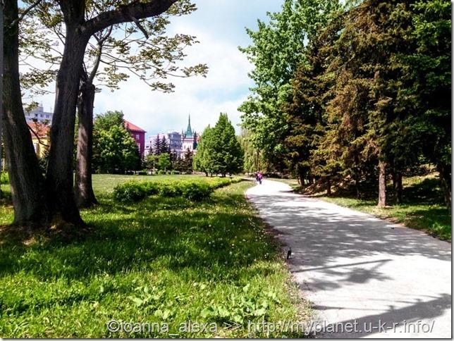 Дорога через парк с вокзала в историческую часть Кошице