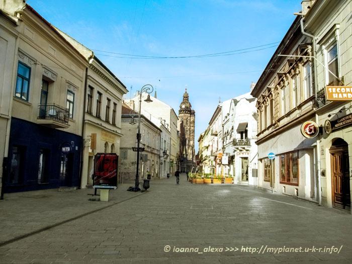 Млынская улица с Собором Святой Елизаветы в конце