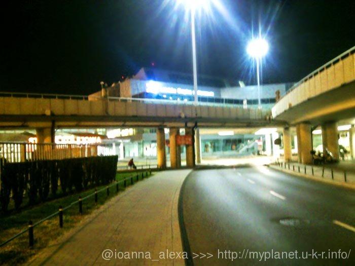 Ночное (неудачное) фото Варшавского аэропорта имени Фредерика Шопена