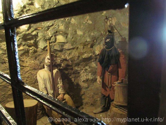 Куклы-манекены в роли замученных катами пленников