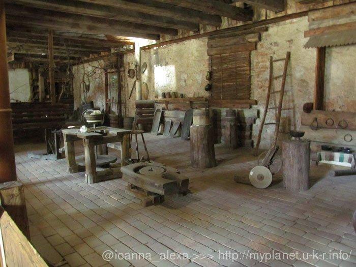 Древние орудия труда и предметы быта