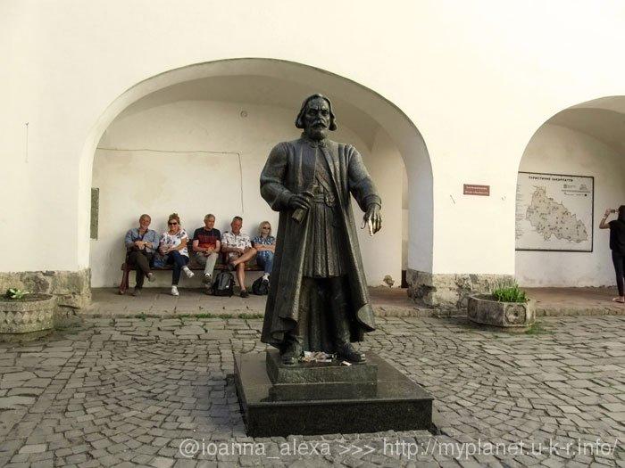 Статуя Фёдора Кориатовича в Мукачевском Замке
