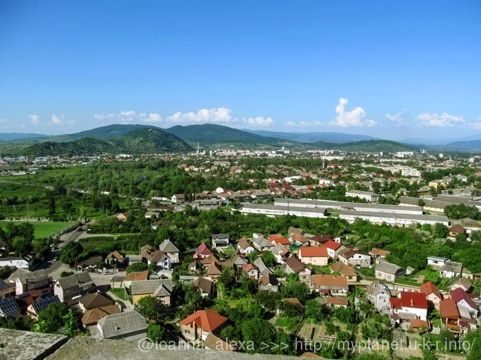 Красива панорама Закарпатського містечка Мукачево