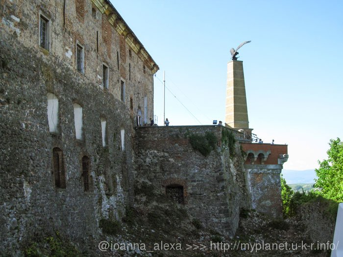 Вид на Северно-Восточный бастион с памятником Турулу из смотровой площадки «Восточный бастион»