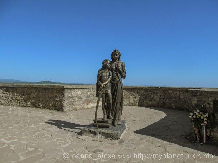 Памятник Илоне Зрини и ее сыну Ференцу II Ракоци в Мукачевском Замке