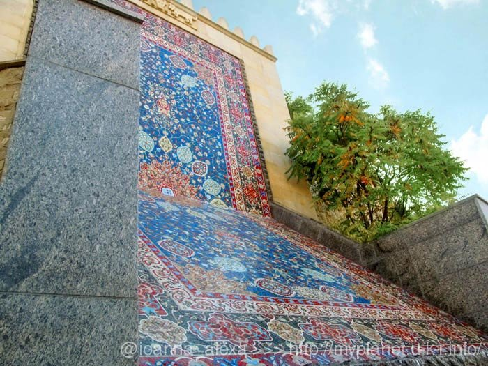 Копия ковра Шейх Сафи из керамики и муранского стекла