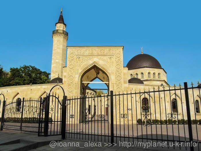 Мечеть Ар-Рахма — вид з вулиці
