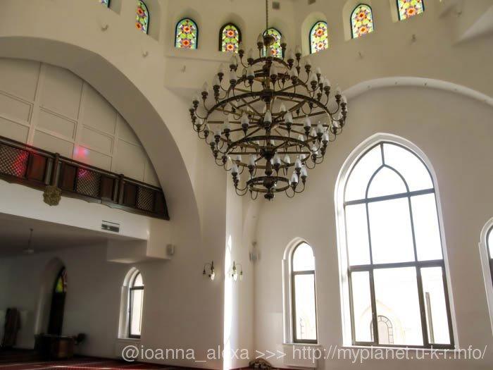 Люстра в другом зале мечети
