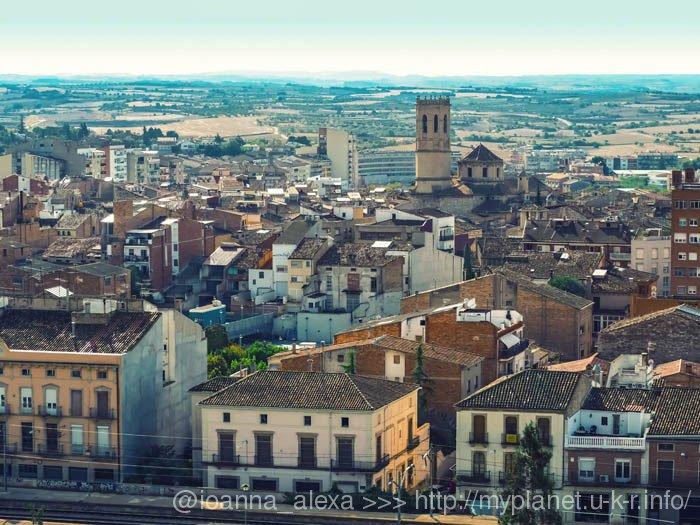 Вид сверху на испанский городок Таррега (кат. Tàrrega)