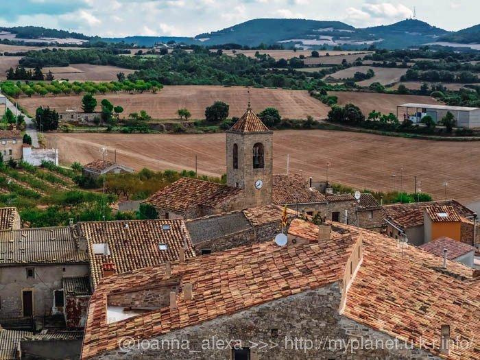 Пейзажи Каталонии с башни в деревне Л'Аметлья де Сегарра (кат. L'Ametlla de Segarra)