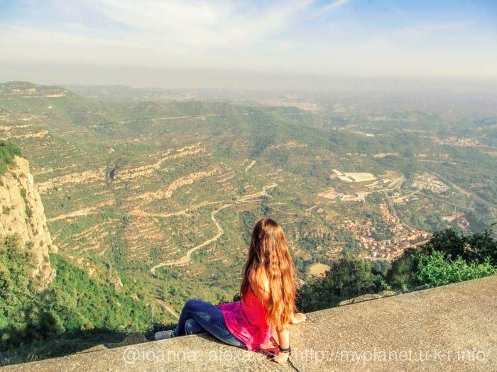 Вид сверху на долину горы Монсеррат не менее захватывающий, чем панорама скал