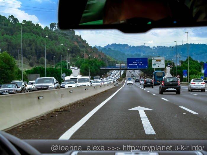 Пустая дорога в Барселону и затор на выезде из города