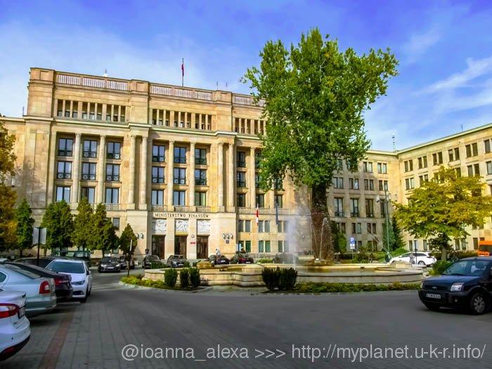 Здание Министерства финансов Польши в стиле сталинский ампир