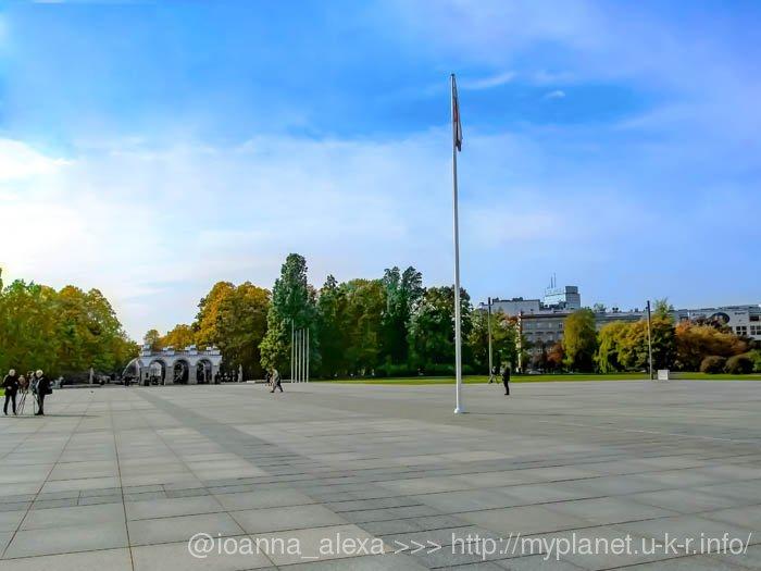 Площадь Пилсудского, Могила Неизвестного Солдата и Саксонский Сад на горизонте