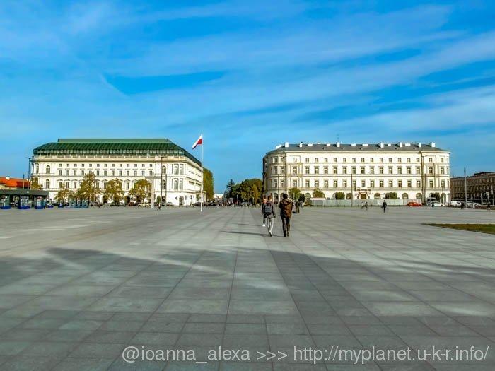 На самом деле, Площадь Пилсудского в Варшаве просто громадная