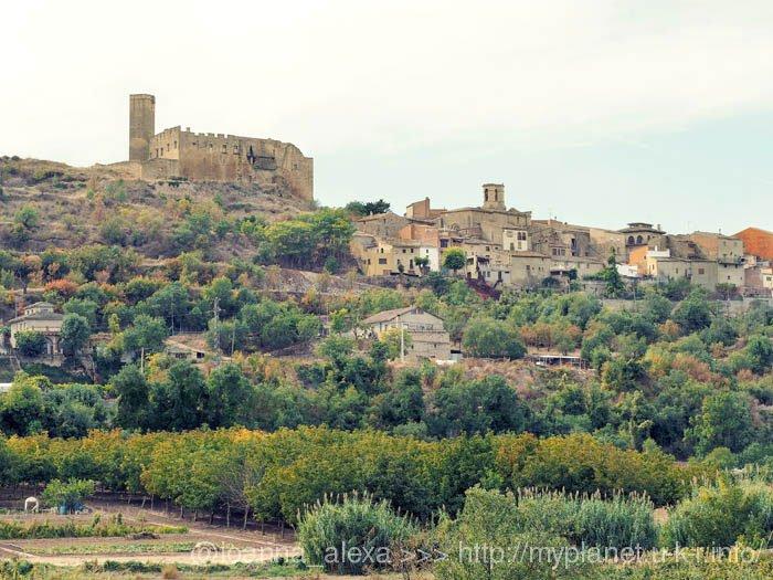 Одна из Каталонских деревень на склоне горы