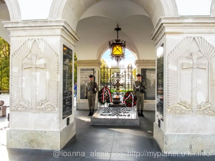 Караульные у Могилы Неизвестного Солдата в Варшаве