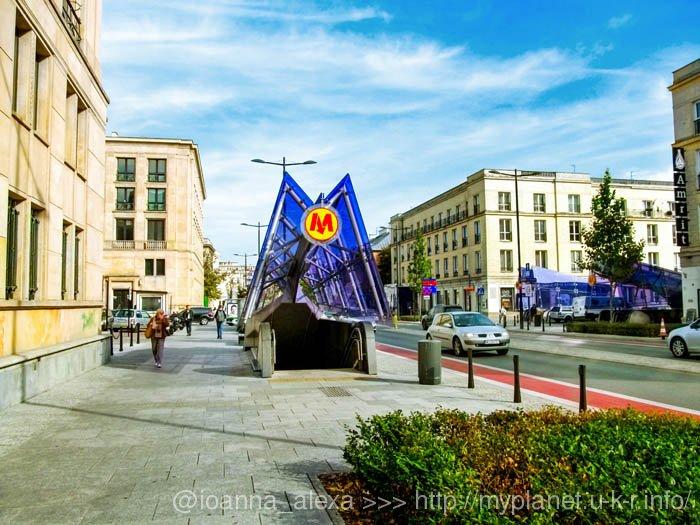 Так выглядит спуск в метро в Варшаве