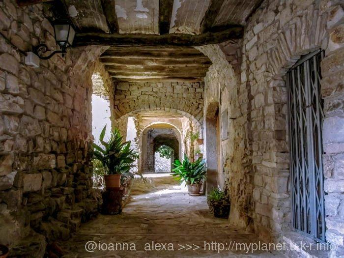 Еще один средневеково-современный вид деревеньки Монтефалько Мураллат