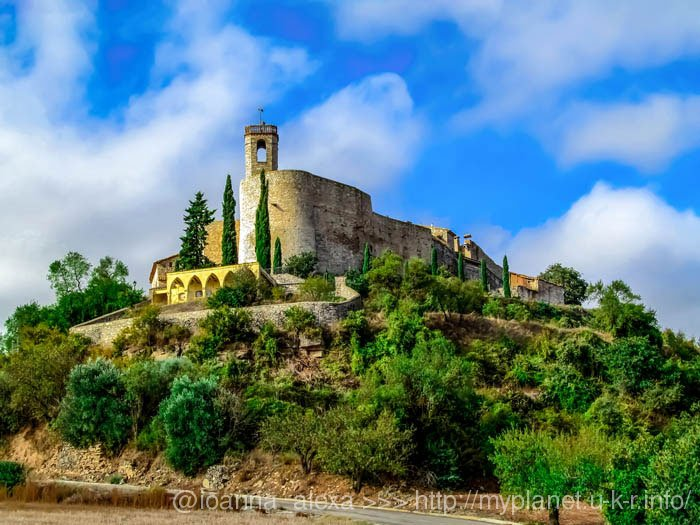 Деревня Монтефалько Мураллат на вершине холма